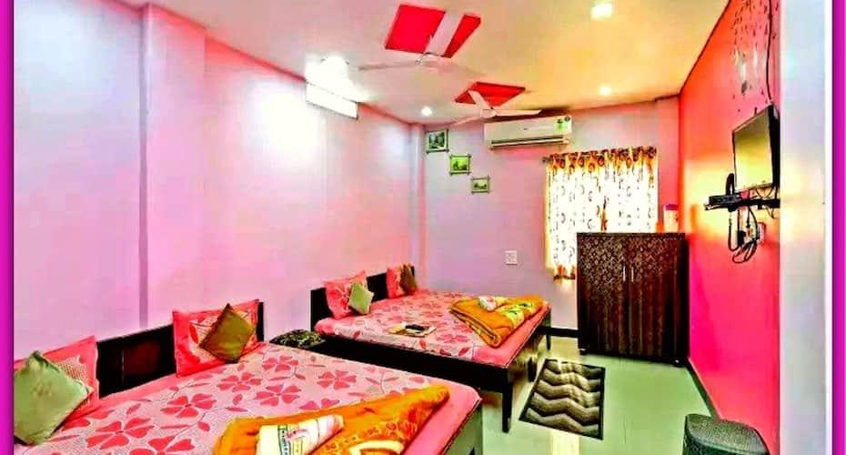 Mansarovar Guest House, Near Mahakal Temple,