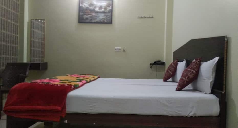 Giriraj Inn, Godowlia,