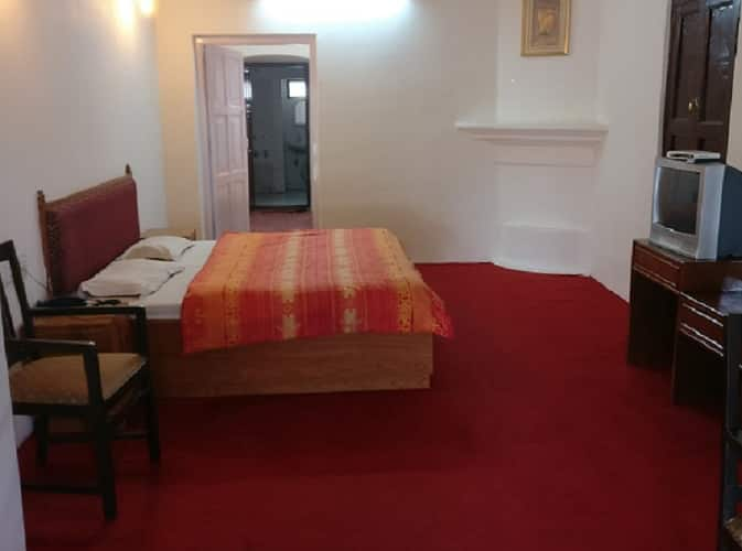 Hotel Himalaya Castle, Mall Road,