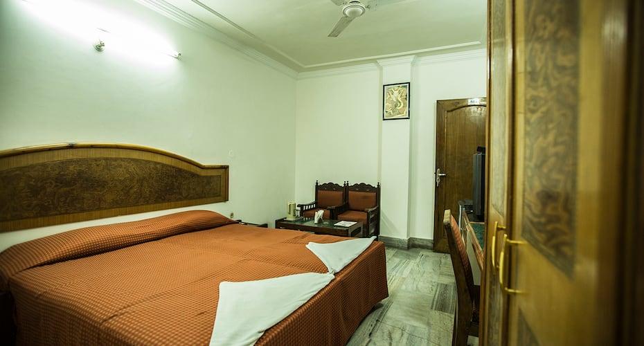 Deep Hotel, Vidhan Sabha Marg,