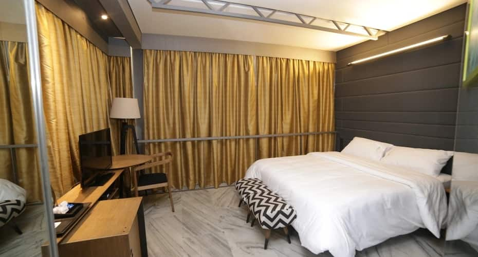 Acco53 Boutique Hotel, DLF Phase I,