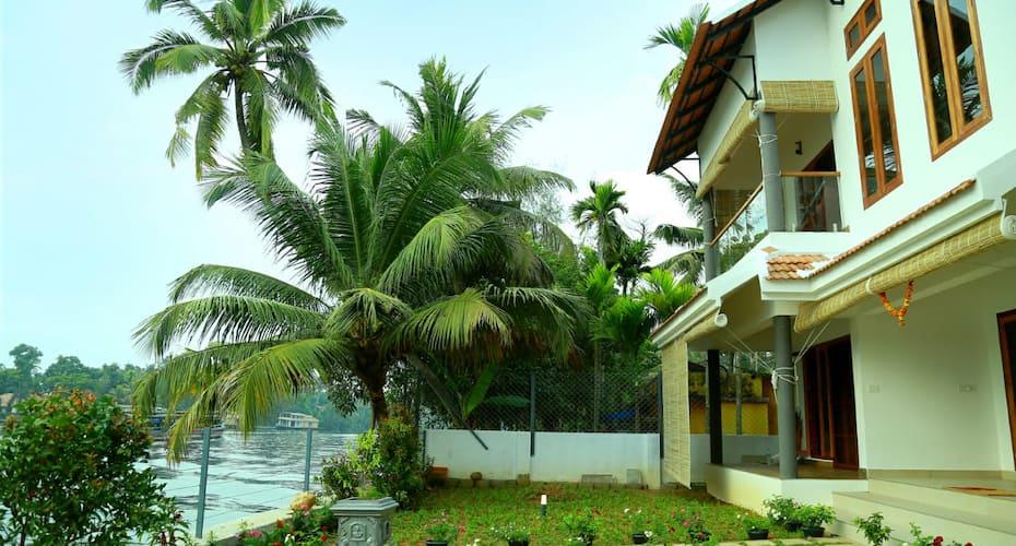 Water's Edge Villa, Nedumudi,