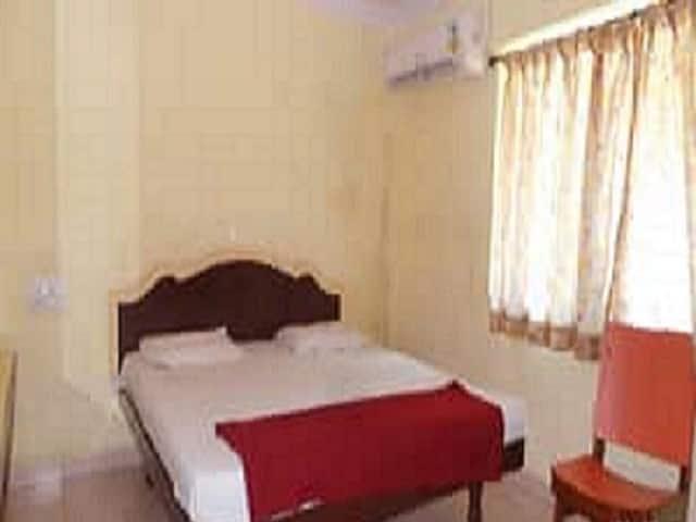 Hotel Srilekha, Governerpet,