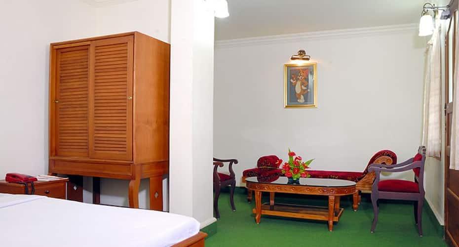 Hotel Cee Cee Tower, Paramara Road,
