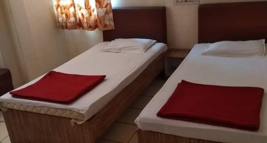 Hotel Mini Palace, Pratapgunj,