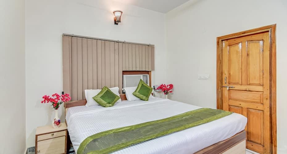 Treebo Trip Hotel Krishan Villa, Raibareli Road,