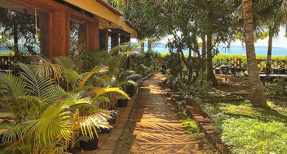 Saminder Beach House, Thiba Palace Road,