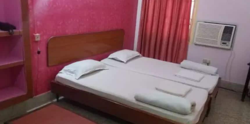 Hotel Holiday House, Chakratirth Road,