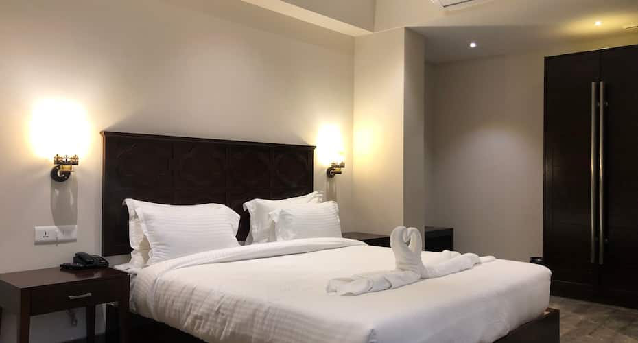 Hotel Ashoka Continental, Mall Road,