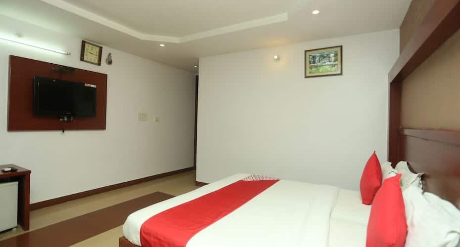 Capital O 1944 Hotel Saubhagya Inn, Charbagh,
