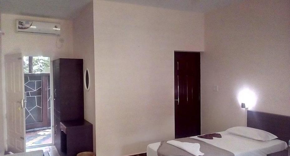 Hotel Ramachandra, Station Road,