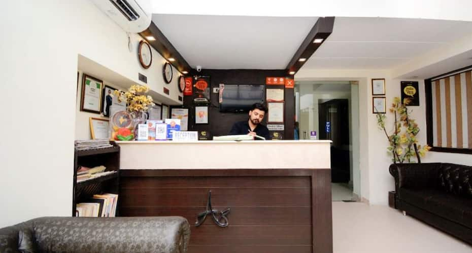 Capital O 4087 Hotel Akaal Residency, Golden Temple Road,