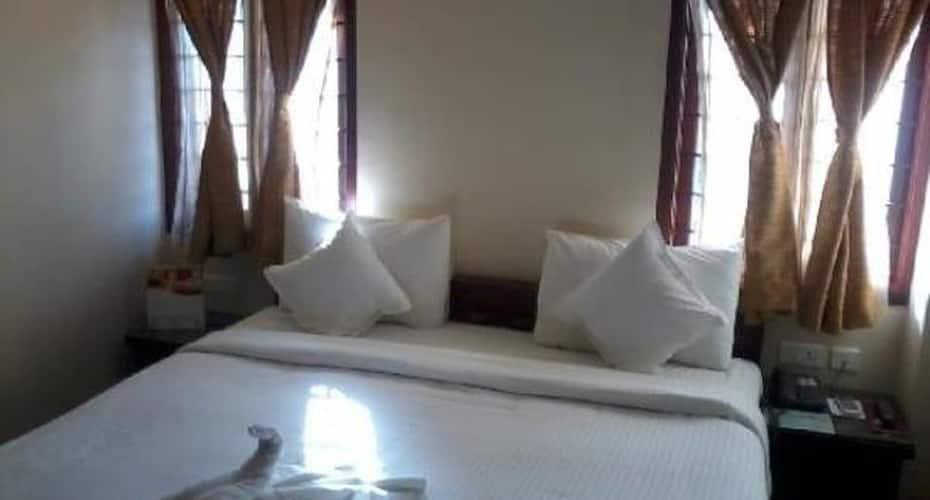 Meenakshi Sunshine Hotel, Melur Road,