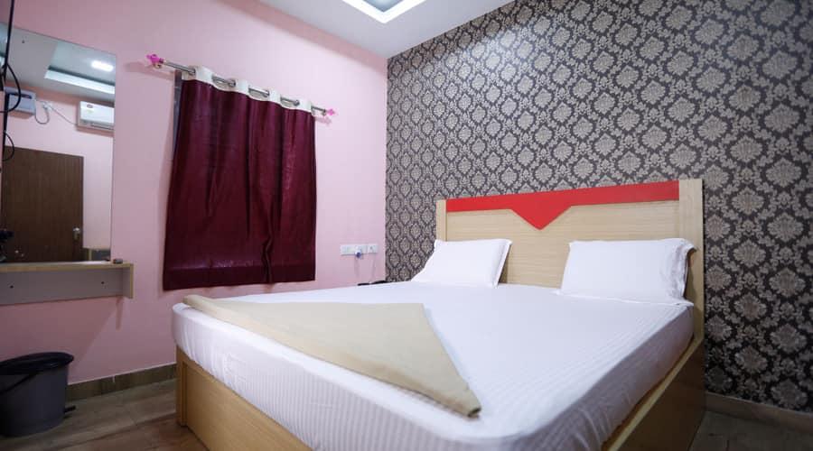 Hotel Royal Inn, Cuttack Puri Road,