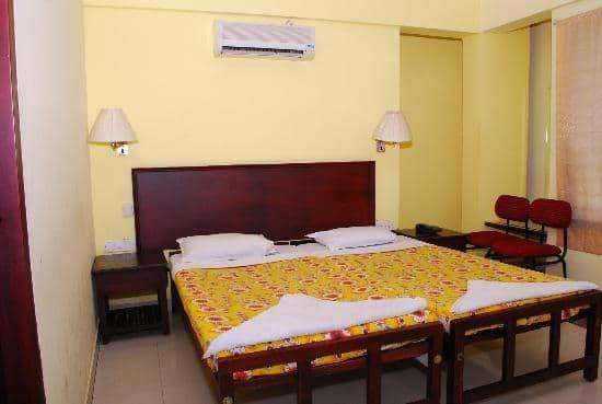 Hotel Equator, Kaloor,