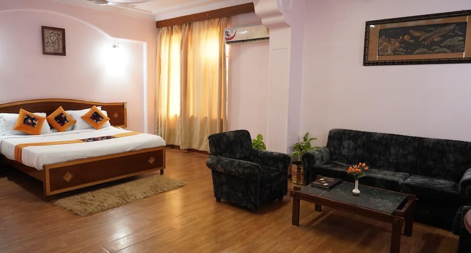 Hotel Madhuvan, Govind Nagar,