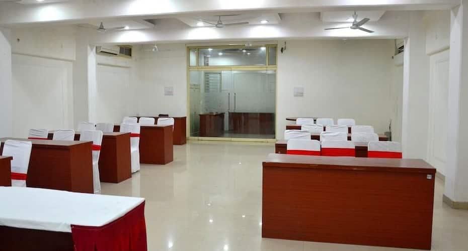 Hotel Sunshine Inn, Viraj Khand,