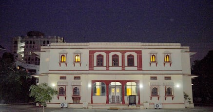 Hotels Near Sindhi Camp Jaipur With Swimming Pool