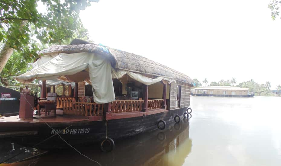 Cheravally Deluxe Houseboat Alleppey Hotel Booking Reviews Room