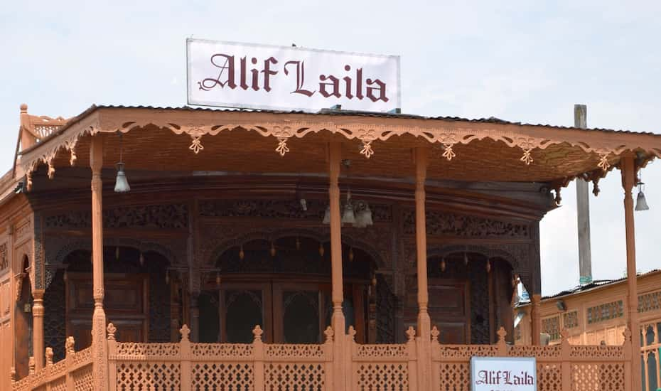 Alif Laila Houseboat, Srinagar - Book this hotel at the BEST PRICE