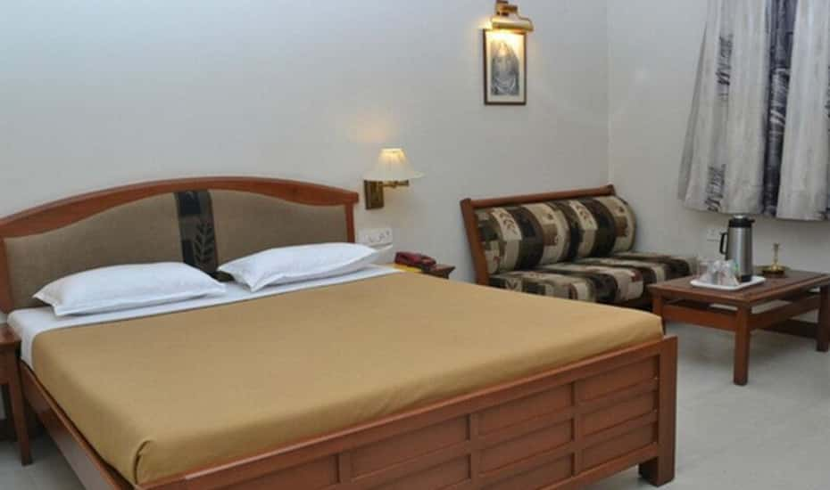 Shree Baba Ramdev Hotel & Guest House, Ahmedabad - Book this