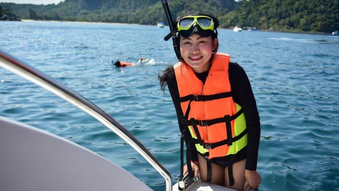 Khai and Phi Phi Islands Tour by Speedboat