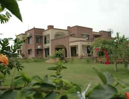 Chandigarh hotels with swimming pool book now get upto - Chandigarh hotel with swimming pool ...