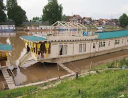 Shelter Group of Houseboats in Srinagar