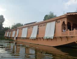 Akbar Group of Heritage Houseboat in Srinagar