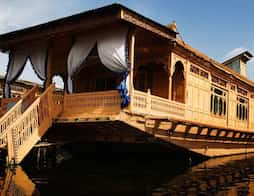 Wangnoo Houseboats in Srinagar