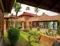 Vinca Lake House in Alleppey