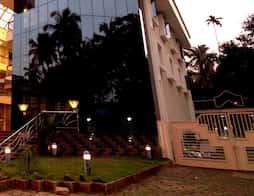 Kanoos Residency - Next to Temple in Guruvayoor