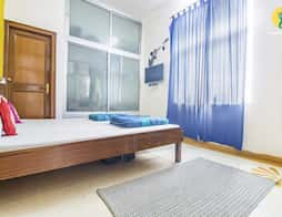 Well-appointed room for people on a shoestring budget in Jaipur