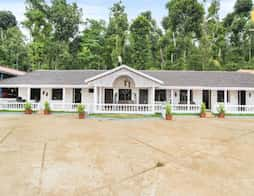 Room for two in a colonial homestay, ideal for couples in Chikmagalur