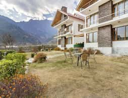 Cosy room with an attic in a lovely boutique stay, 1 km from Beas River in Manali