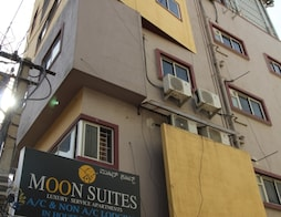 Moon Suites apartments
