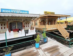 Hollywood Group Of Houseboats